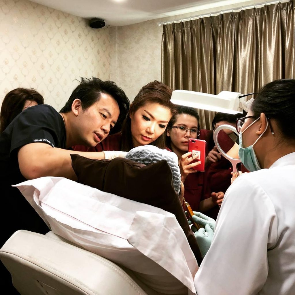 dr isaac wong demostrating treatment non surgical eye bag removal