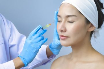A doctor performing Threadlifts on a lady